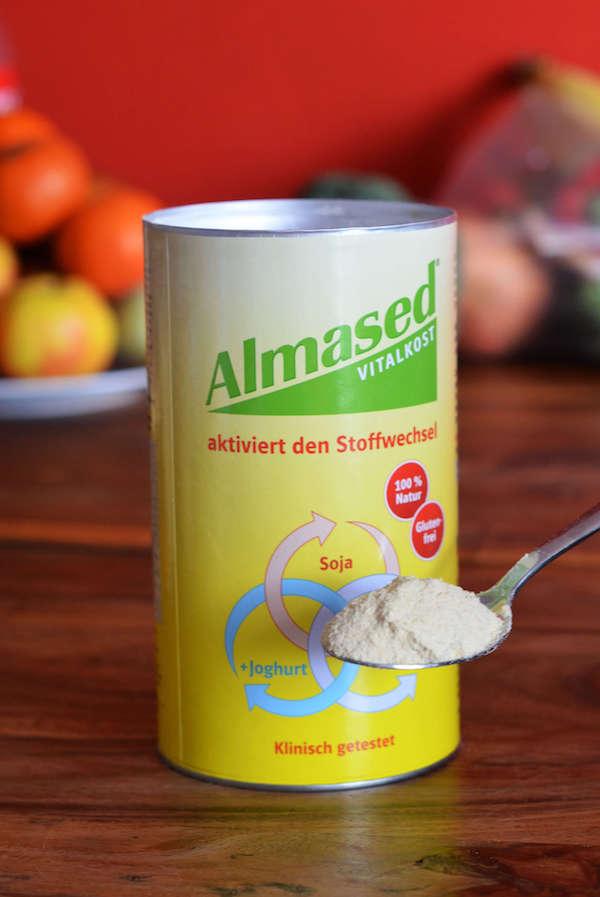 Almased Pulver zum Anrühren eines Diät-Getränks